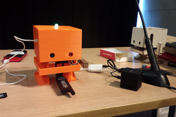 Chytrý robot TJBot od společnosti IBM